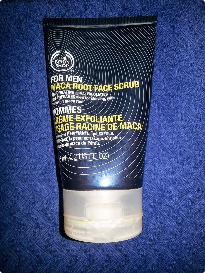 The Body Shop: Exfoliante Facial de Raíz de Maca para Hombres
