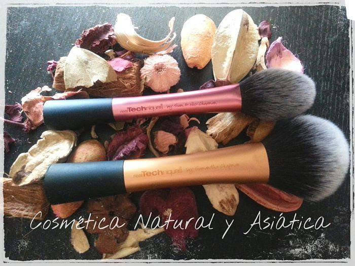 real-techniques-blush-brush-and-powder-brush