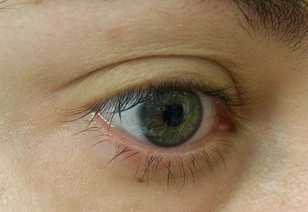 bareminerals-lash-domination-volumizing-mascara-detalle