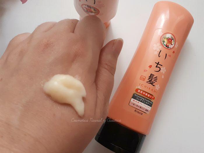 Kracie-Ichikami-Moisturizing-Shampoo-and-Moisturizing-Conditioner-textura-acondicionado