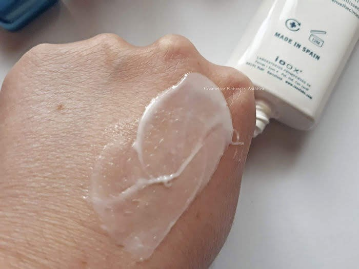 ioox-crema-facial-hidratante-agua-de-mar-textura